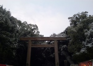 熱田神宮の東門にある鳥居です